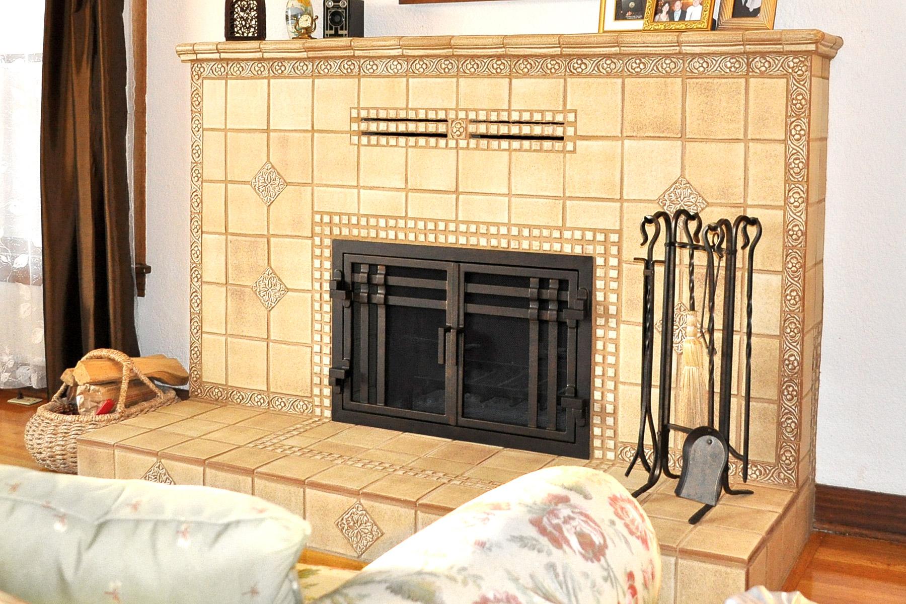 Santa Cruz 55 Fireplace Door