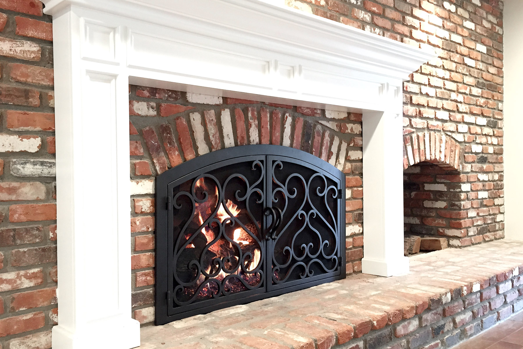 Sequoia 3 Arch Fireplace Door