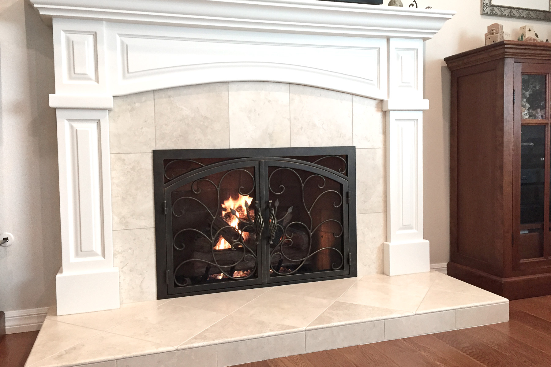 Vineyard 32 Arched Rectangular Fireplace Door