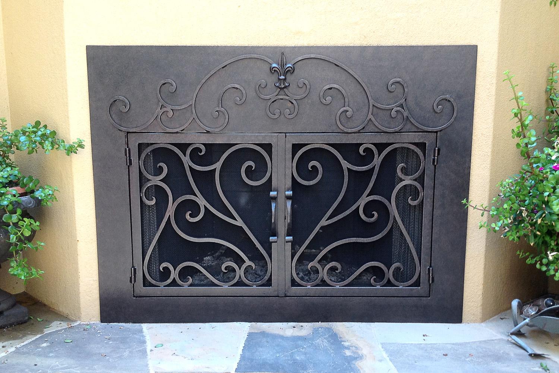 La Jolla 44 Fireplace Door